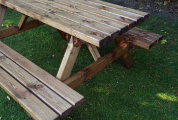 CHARLES TAYLOR 6 SEATER PICNIC TABLE GOLD SERIES