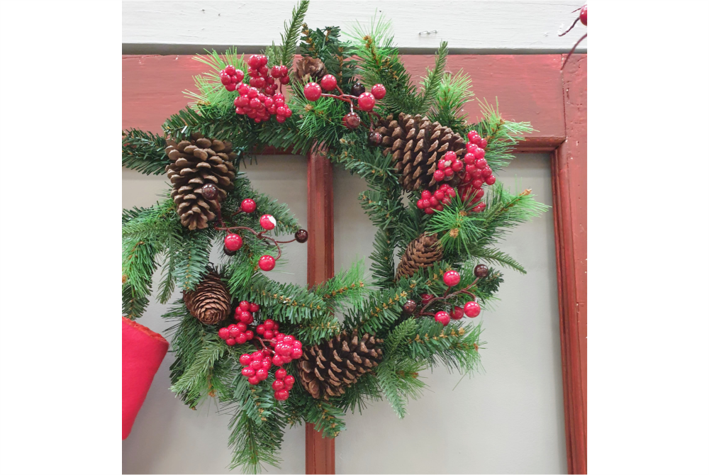 CONE BERRY PINE WREATH