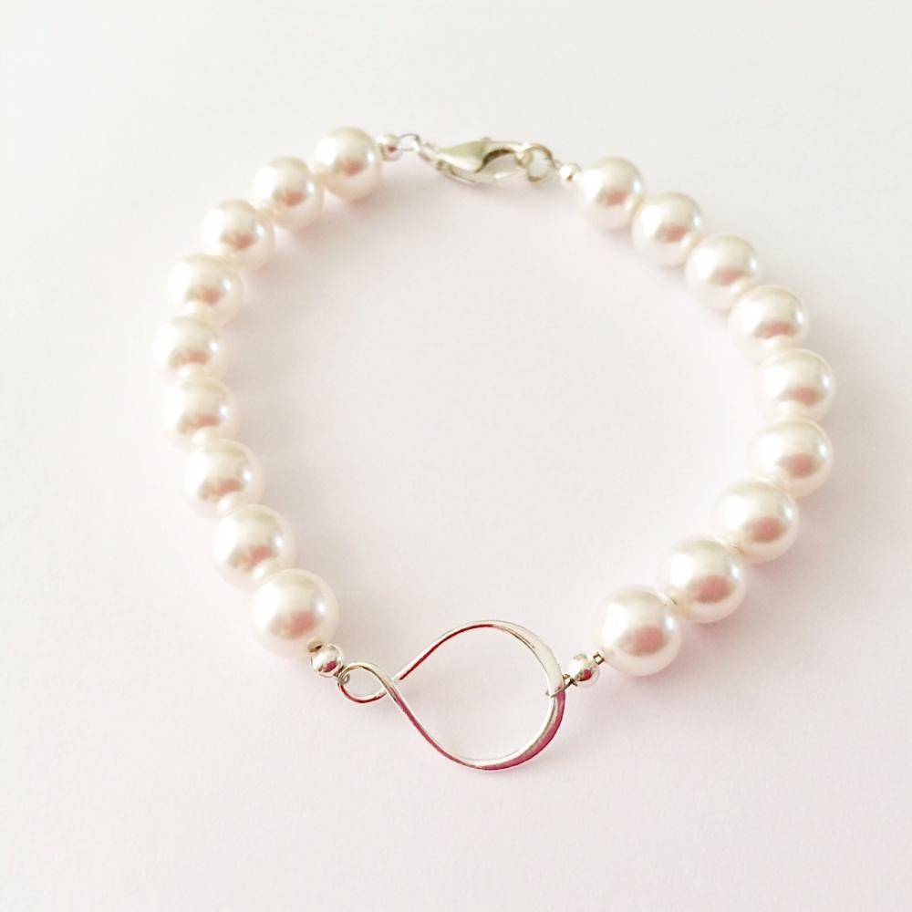 <!--001--> Sterling Silver & Swarovski Pearl Infinity Bracelet