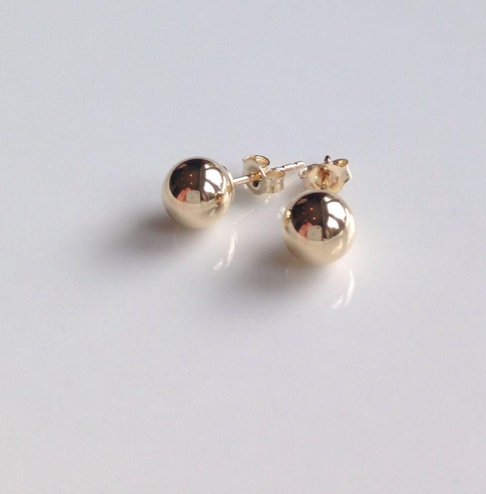 <!--002-->9ct Gold Stud Earrings