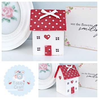 Distressed Wooden Heart Cottage - Ivory and Red Fabric