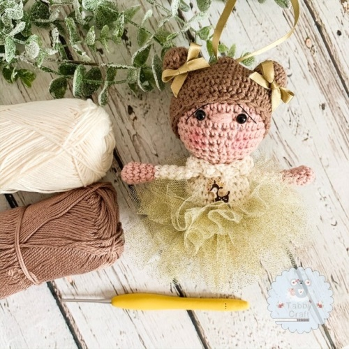 Hanging Christmas Tutu Girl with Brown Hair - Gold and Ivory