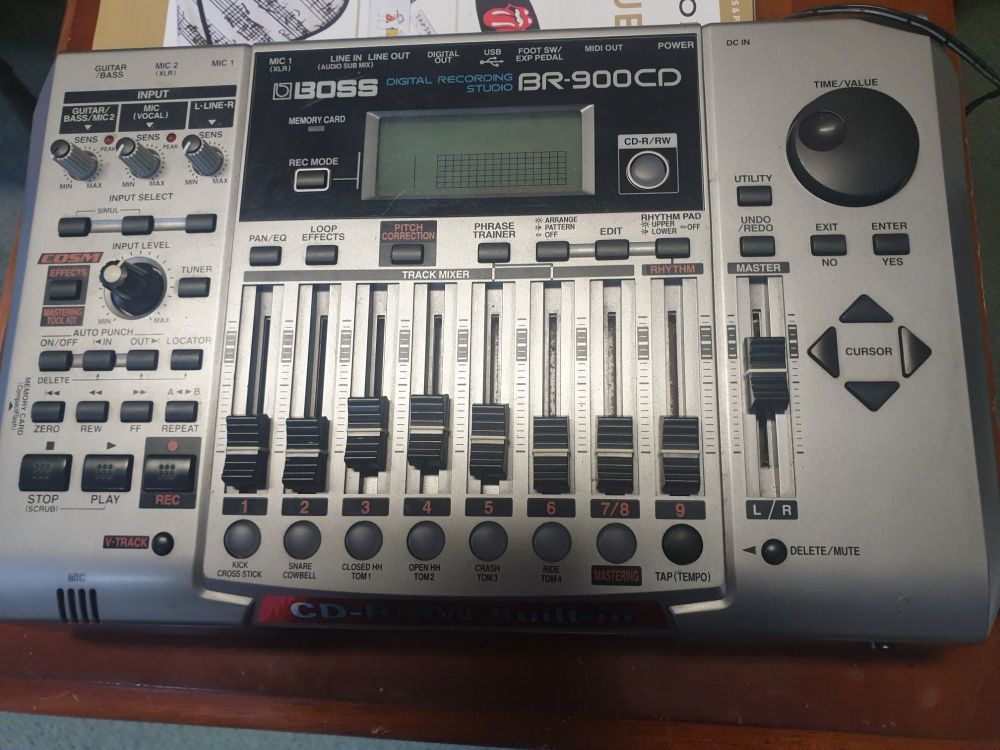 BOSS BR-900 CD RECORDING STUDIO