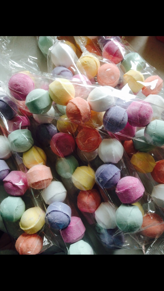 TUBE OF 10 MINI BATH BOMB FIZZERS