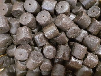 1.500kg Sealed Pack 20 mm Dark Marine Halibut re-Drilled Hook Pellets