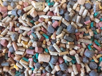 1.500kg  Sealed Pack  Favourite Mix Sinking Feeder Pellets.