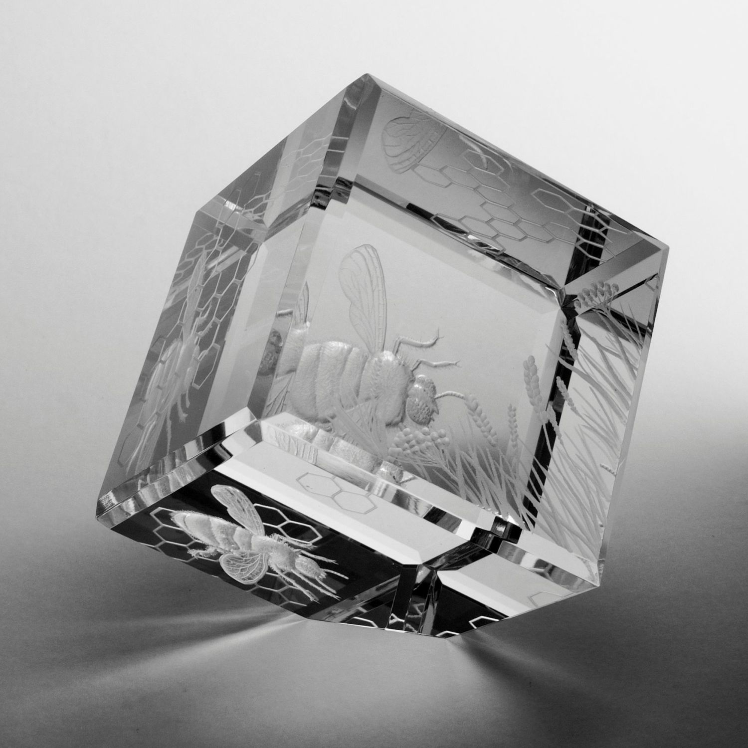CRYSTAL BEE CUBE A