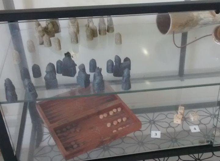 A display on medieval games in the excellent visitor centre at the Battlefield site!