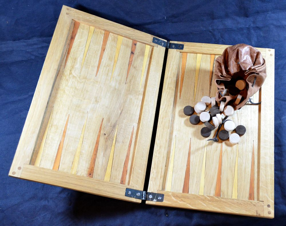 Mary Rose-style tables board; inlaid box and yew points; with beech wood co