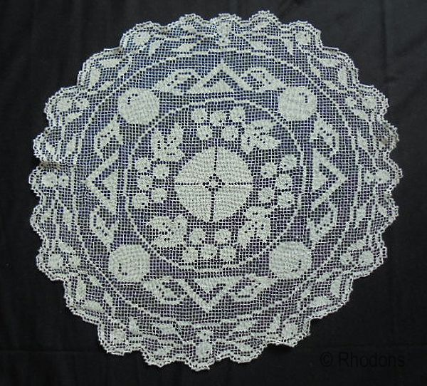 Knotted Lace Filet Table Centre Mat