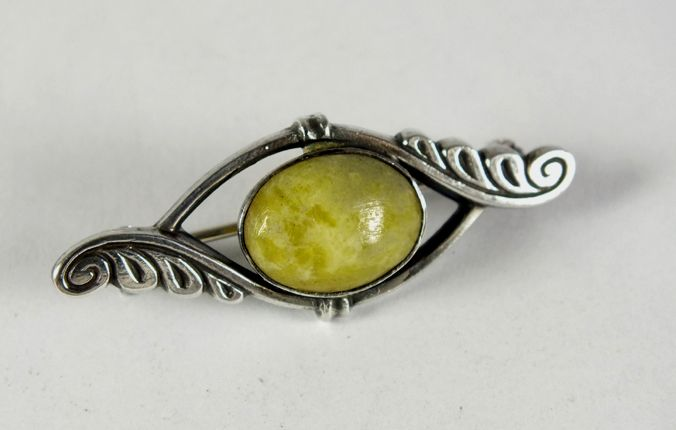 Sterling Silver Pin Brooch With Green Agate Cabochon