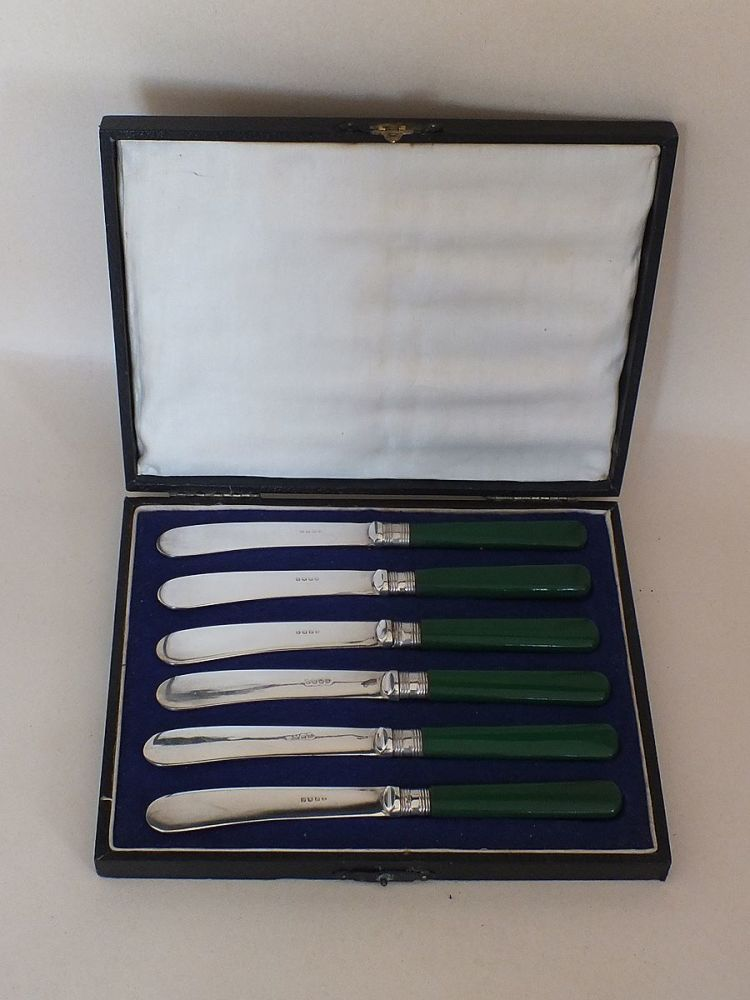 6 Vintage Butter Knives, Cased