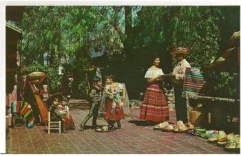 USA: California. Olvera Street Los Angeles - Circa 1950s Postcard