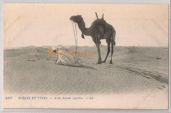 Algeria: Scènes et Types - Arabe Faisant Sa Prière. Early 1900s Postcard
