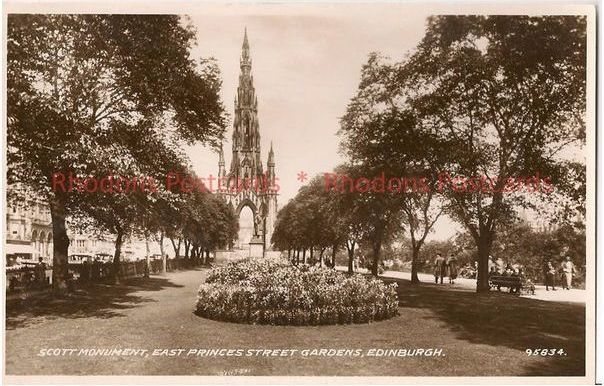 Scotland: Midlothian / Edinburgh. Scott Monument, East Princess Street Gardens, Edinburgh. RP Postcard