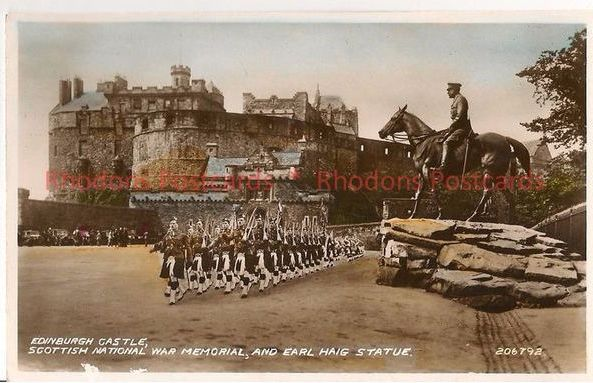Scotland: Edinburgh Castle, Scottish National War Memorial & Haig Statue. RP Postcard