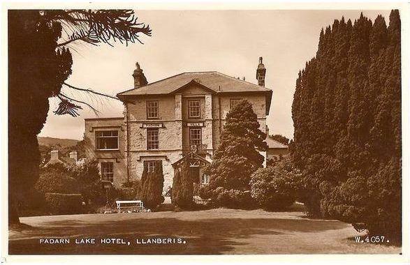 Wales: Gwynedd. Padarn Lake Hotel, Llanberis. 1950s RP Postcard