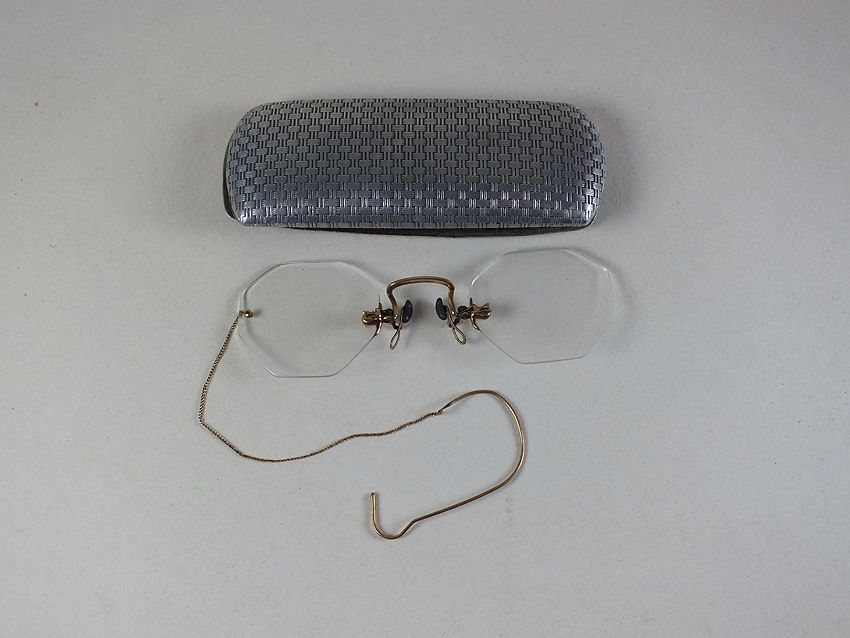 Antique Pinz-Nez Spectacles With Metal Case. 19th / Early 20th Century