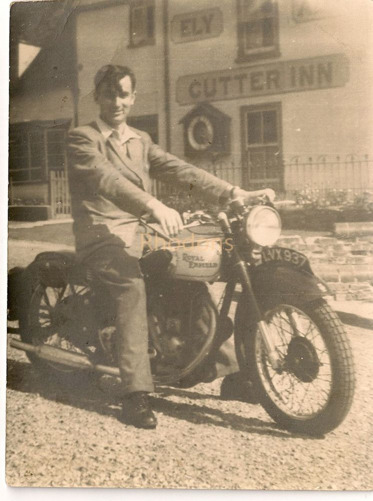 Royal Enfield Motorcycle, Outside Cutter Inn, Ely, Unknown Male Rider