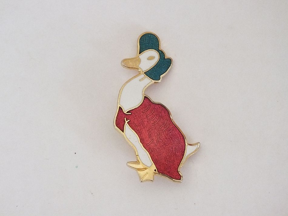 Beatrix Potter Jemima Puddle Duck Pin Pinback Brooch by Rainbow Designs