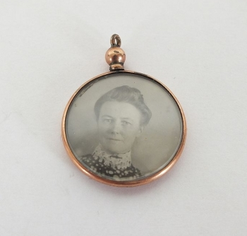 Edwardian Rolled Gold Necklace Photo Pendant