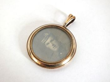 Double Sided Photo Pendant, Scottish Soldiers World War I Era