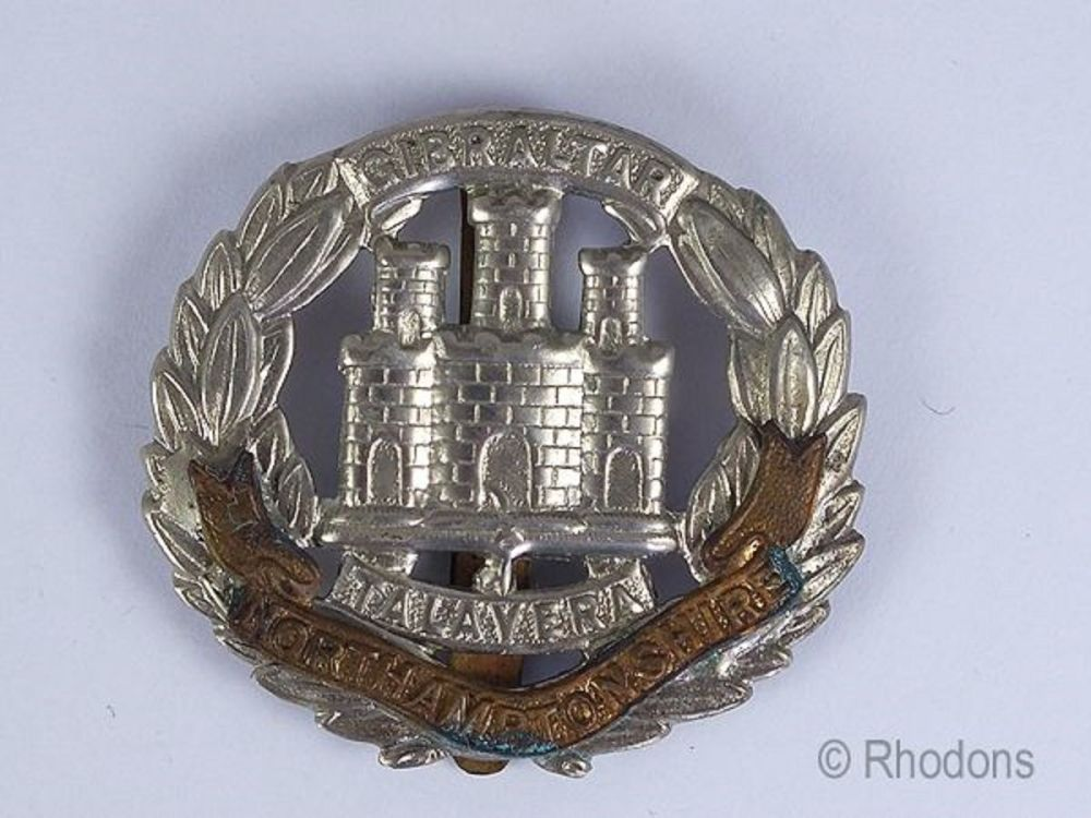 WWII Northamptonshire Regiment Cap Badge