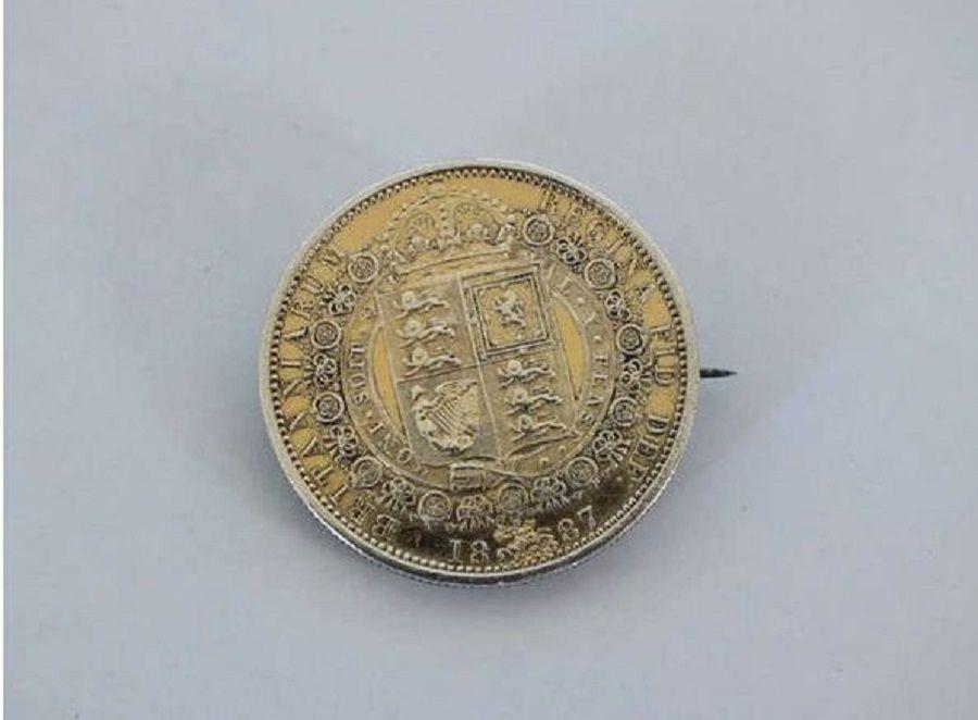 Queen Victoria 1887 Silver Gilt Golden Jubilee Half Crown Brooch