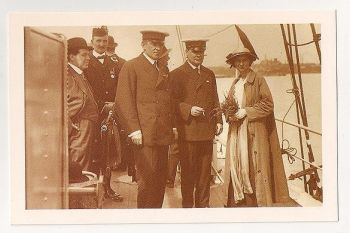 Sir Ernest Shackleton 1914. Nostalgia Reproduction Postcard
