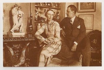 Edith and Osbert Sitwell. Nostalgia Reproduction Postcard