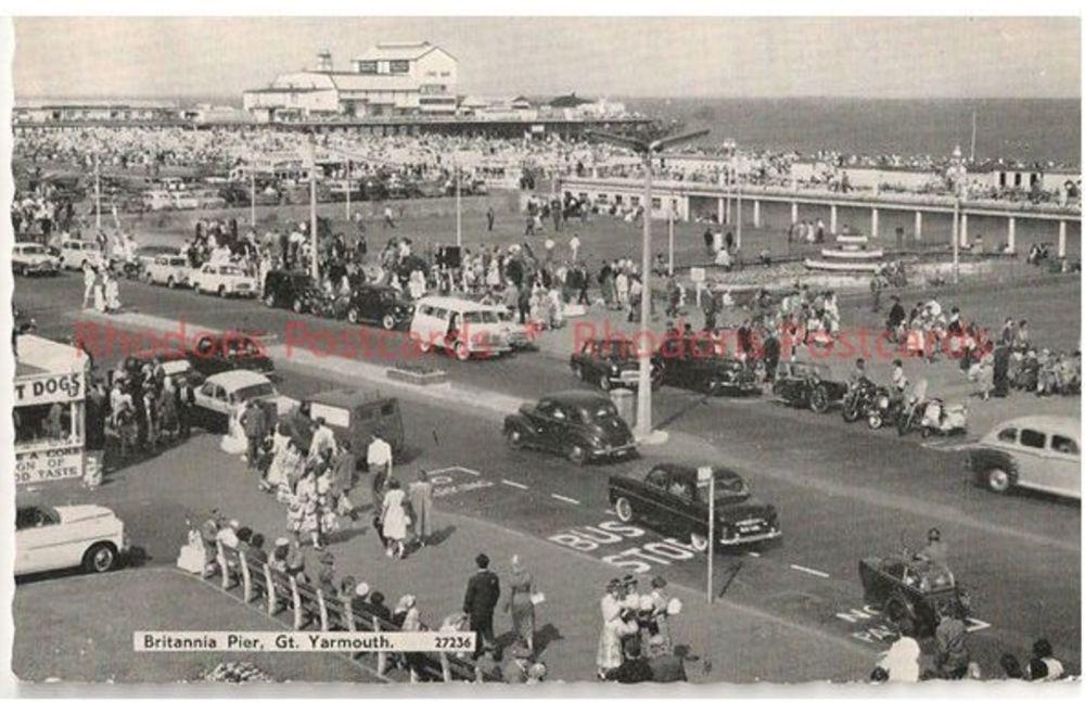 England: Norfolk. Britannia Pier, Great Yarmouth. 1950s Photo View Postcard