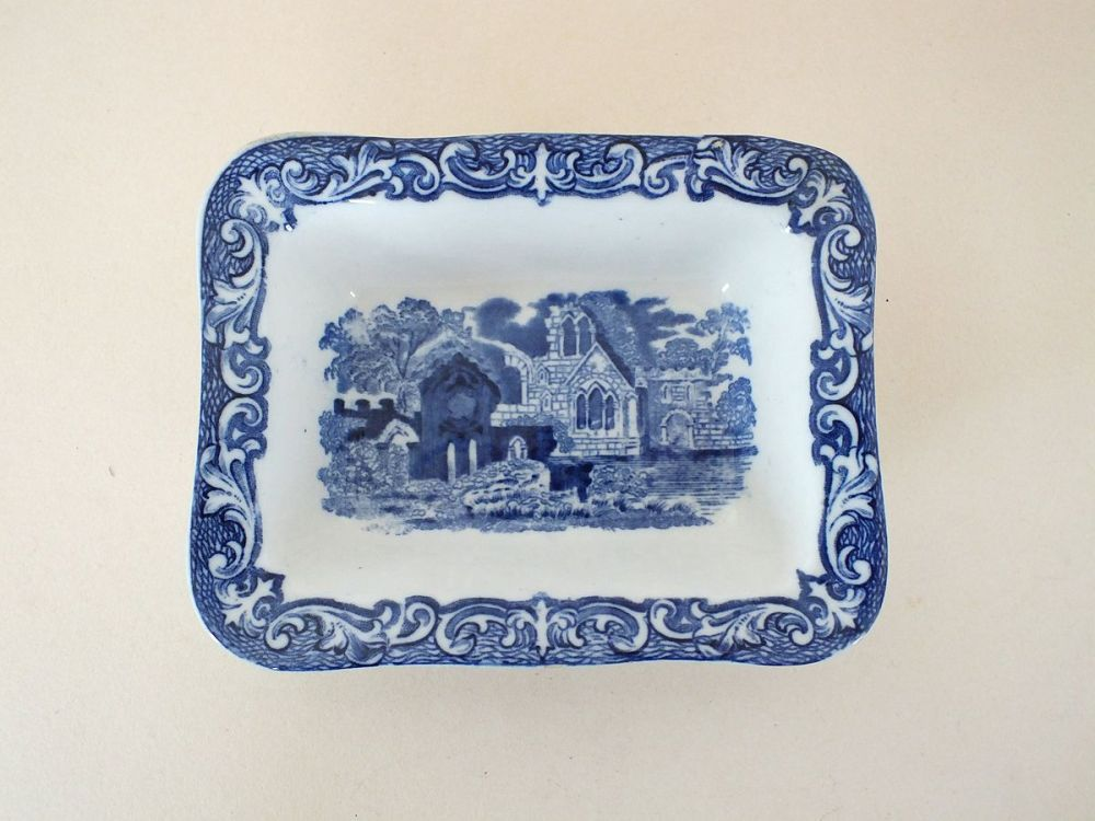 George Jones Abbey Ware Shredded Wheat Dish, Circa 1930s