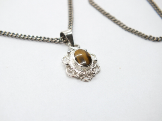 Sterling Silver Tigers Eye Necklace Pendant & Chain