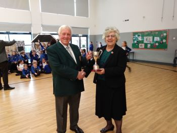 Carolyn presents cup to Alun