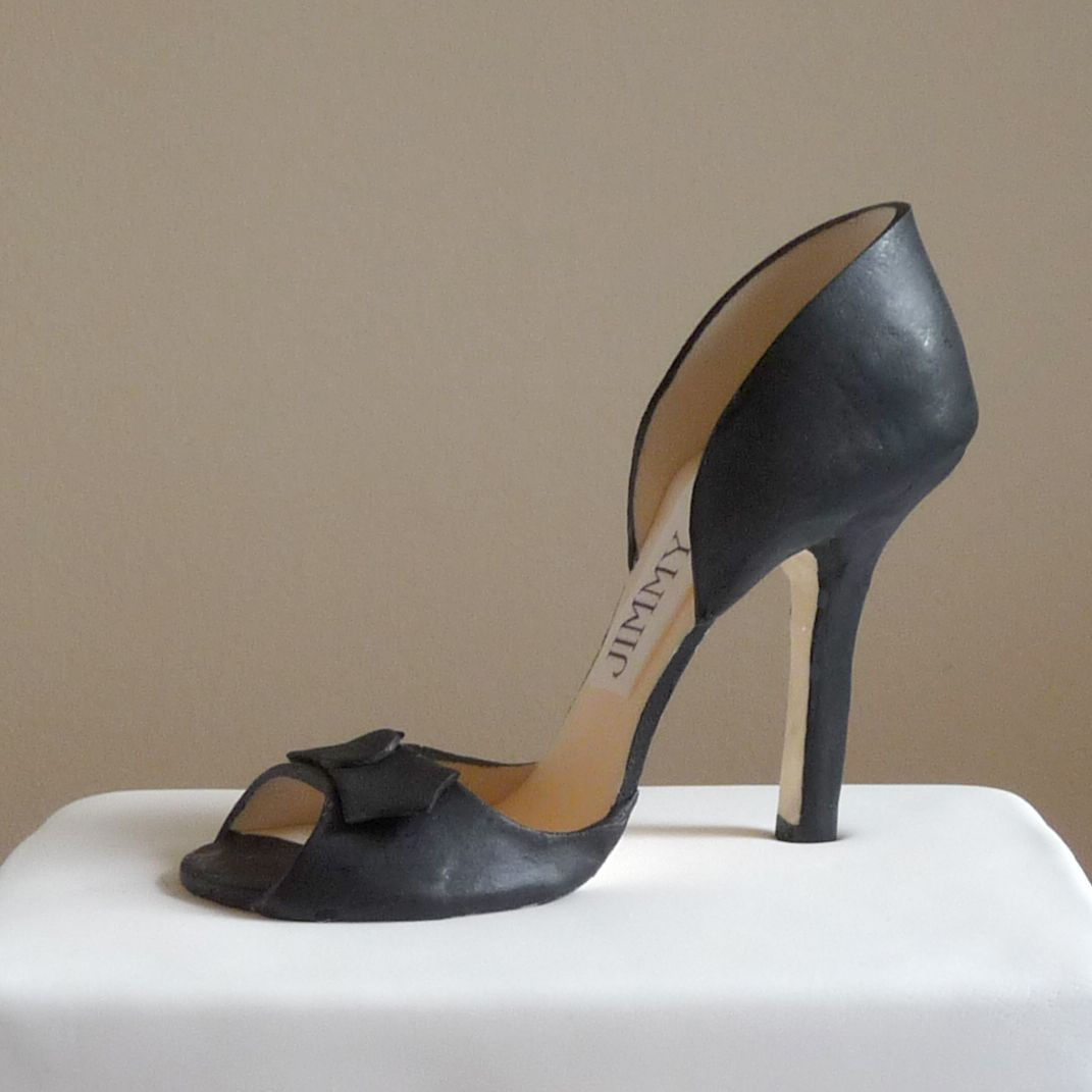 jimmy choo shoe model handmade in sugar on a cake