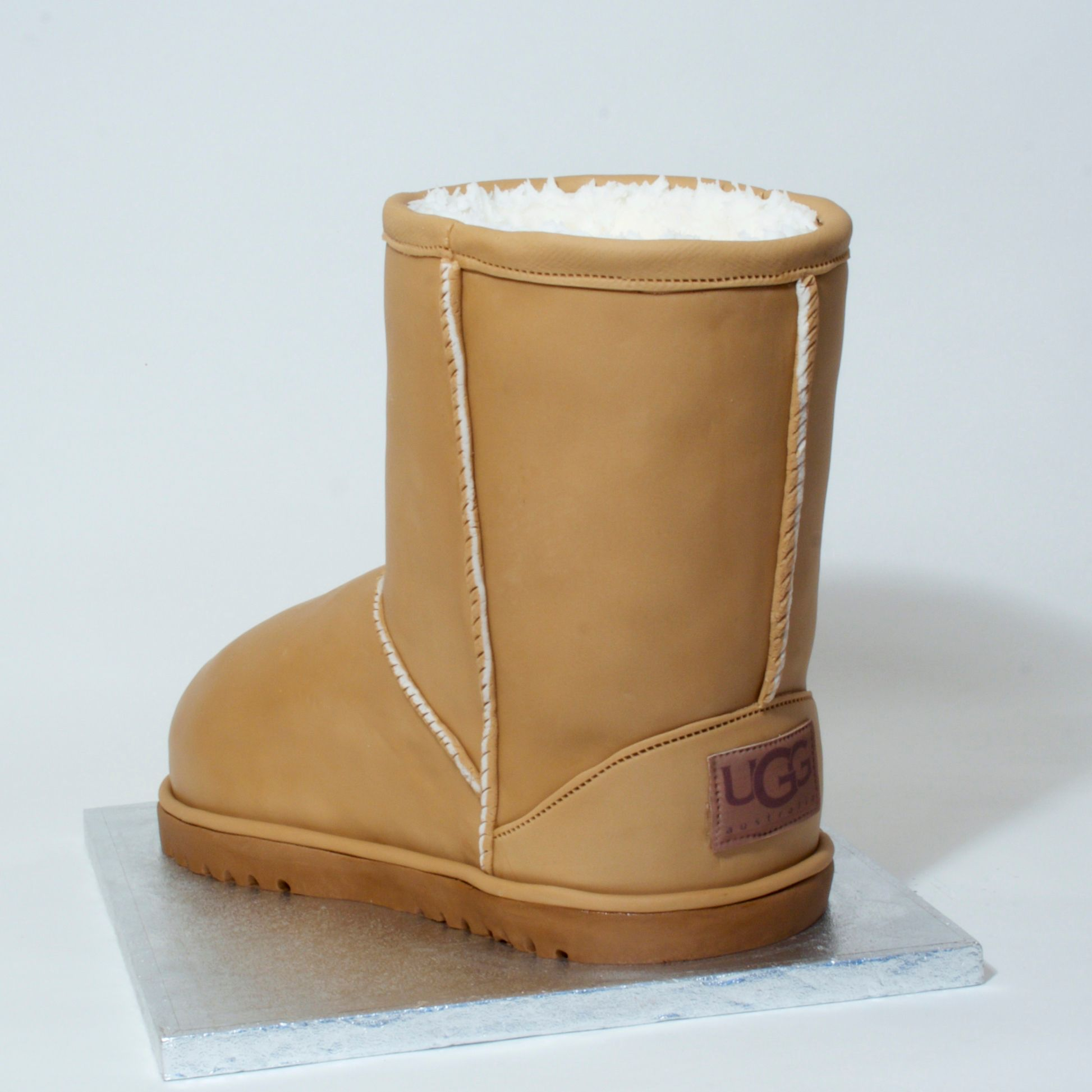ugg classic men boot illusion cake