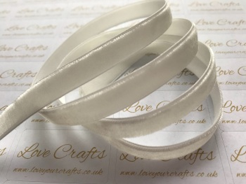 9mm Velvet Ribbon - #028 Antique White