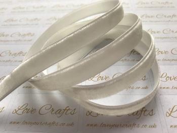 9mm Velvet Ribbon - #028 Antique White