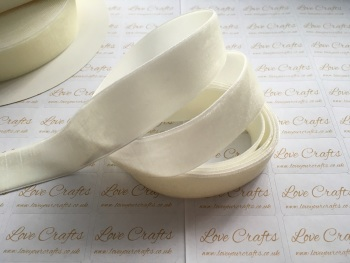 22mm Velvet Ribbon - #028 Antique White