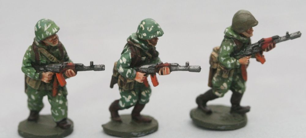 SCS02 Soviet Riflemen with camo suits with AK74 with webbing
