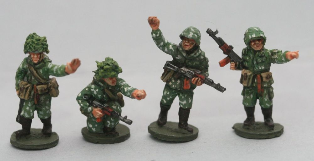 SCS06 Soviet Riflemen with camo suits NCO types