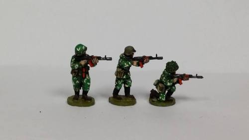 SCS19 Soviet in Camo suits in Skirmish poses armed with AK74