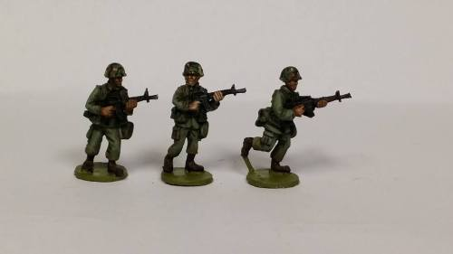 ALC02 1970's -80's Cold War US ARMY/USMC M16A1 Advancing