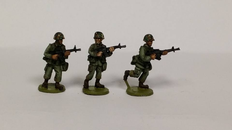 ALC02 1970's -80's Cold War US ARMY/USMC M16A1 Advancing