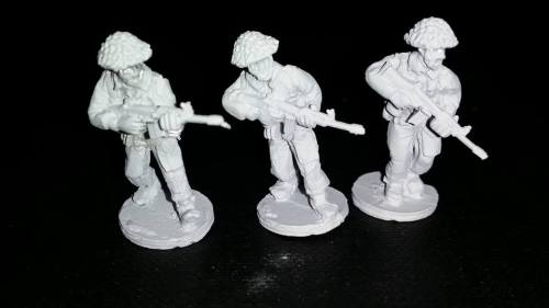 ECB01 Early Cold War British Riflemen with SLRs advancing
