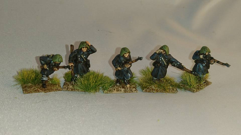 DAN03 WW2 Danish Infantry advancing and skirmishing