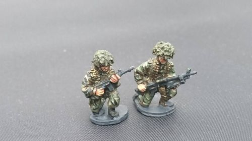BAOR26 BAOR GPMG patrol crouching armed with GPMG and SLR