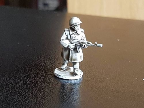 LTDCOAT Test Soviet rifleman in great coat  Miniature to see which is more