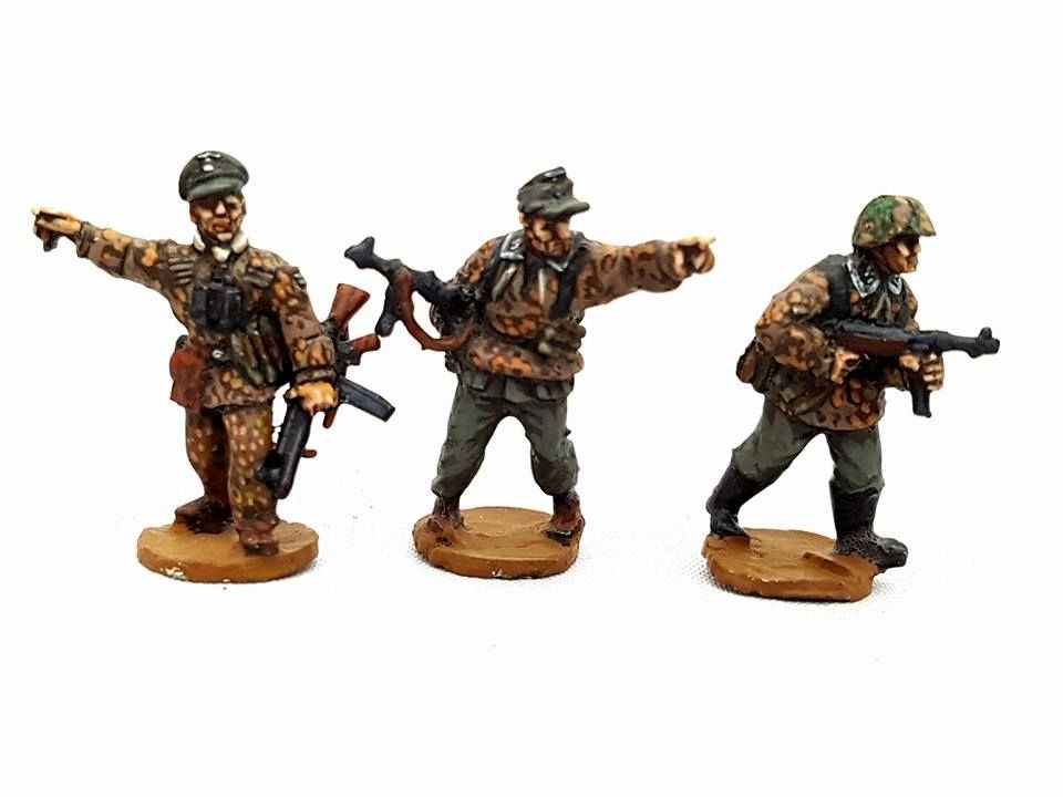 SSL03 Waffen SS NCO's in a mix of smocks armed with STg44 and Mp40s