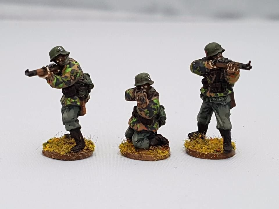 SSE02 Early SS Riflemen firing K98s in Type1 smocks no helmet covets